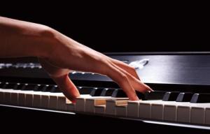 Omkeringen akkoorden spelen op de piano