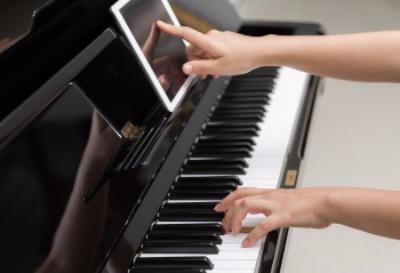 Piano spelen met apps