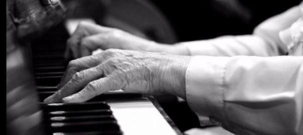 Piano spelen voor ouderen